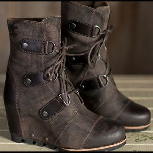 Sorel wedge boots coffee brown. Sz 6